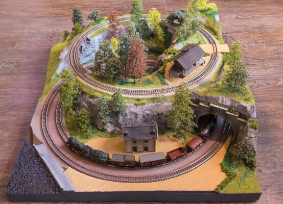 Model Railroad Layouts for Small Spaces